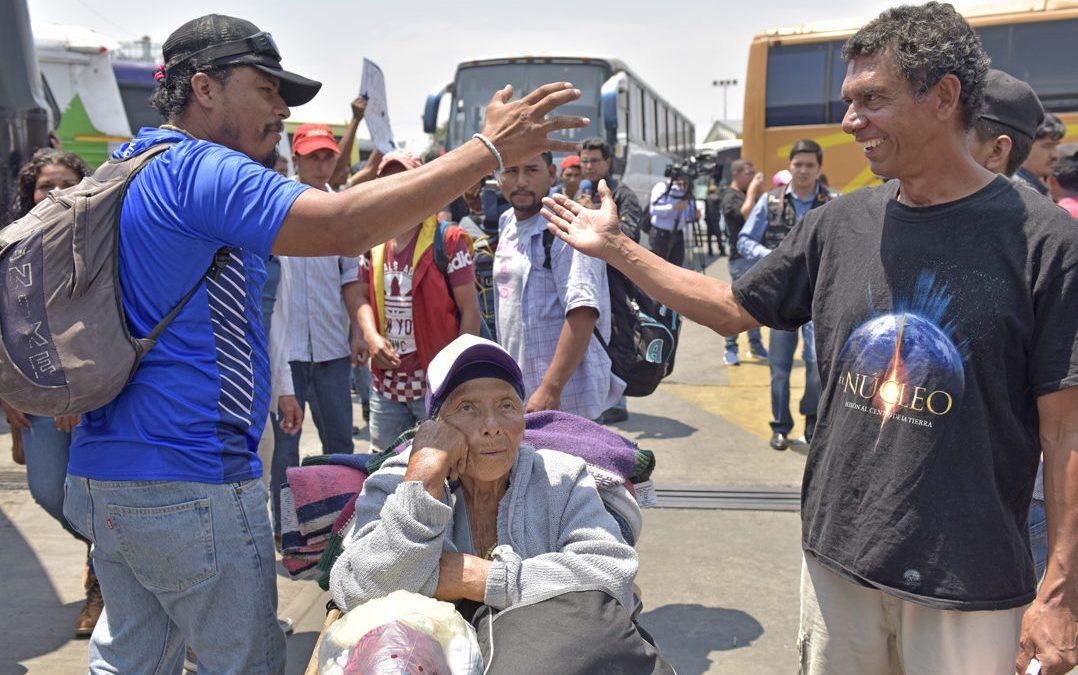Migrantes emprenden caravana desde Tapachula hacia la frontera norte