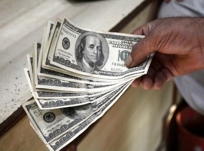 Dólar reporta su mayor precio en casi un mes