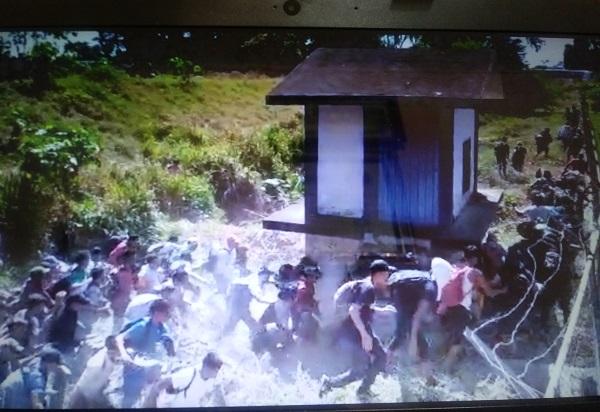 Migrantes centroamericanos cruzan frontera de México en Chiapas