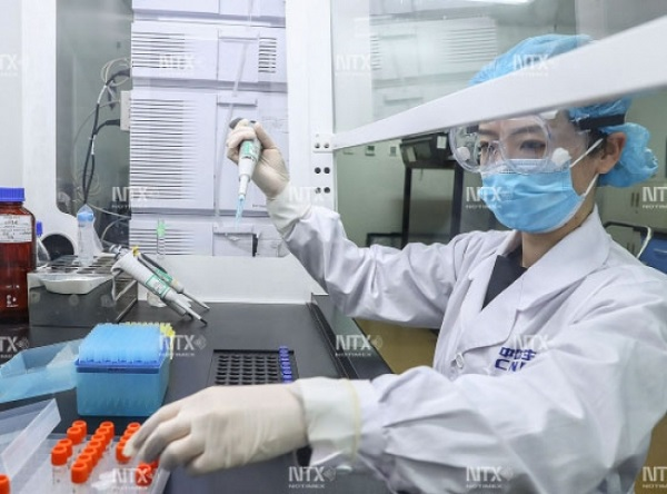Plantean a López-Gatell propuestas para probar vacuna rusa en México