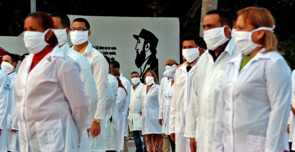 Un enfermero se hace pasar por doctor para tratar a enfermos de COVID en Guanajuato y clínica no lo sanciona