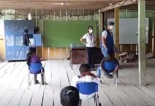 Reciben familias útiles escolares en localidades de México a través de donación de ACNUR