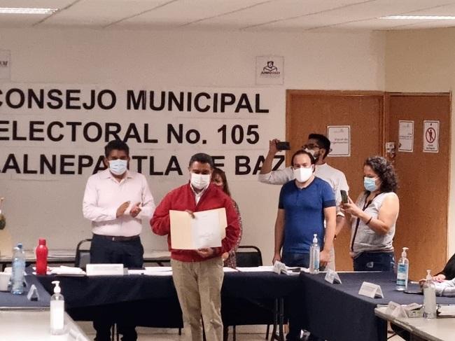 RECIBE TONY RODRÍGUEZ CONSTANCIA DE MAYORÍA QUE LO ACREDITA COMO PRESIDENTE ELECTO DE TLALNEPANTLA DE BAZ