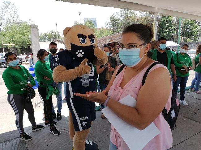 Goyo visita centro de vacunación anticovid-19